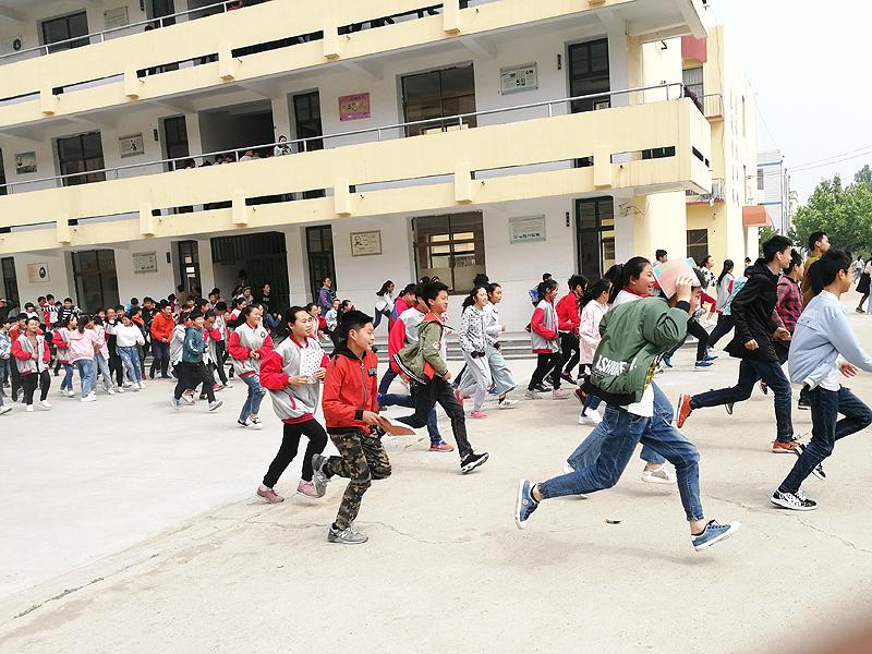 新沂市第六中学地震避险及疏散演练顺利举行