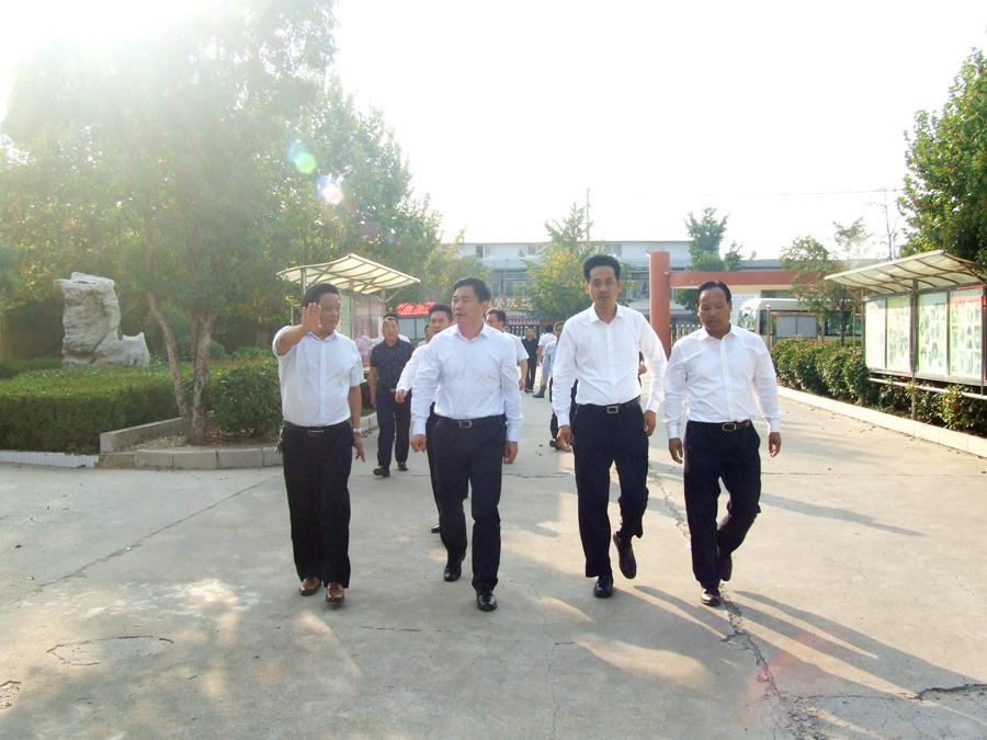 陈堂清市长莅临第六中学视察指导工作