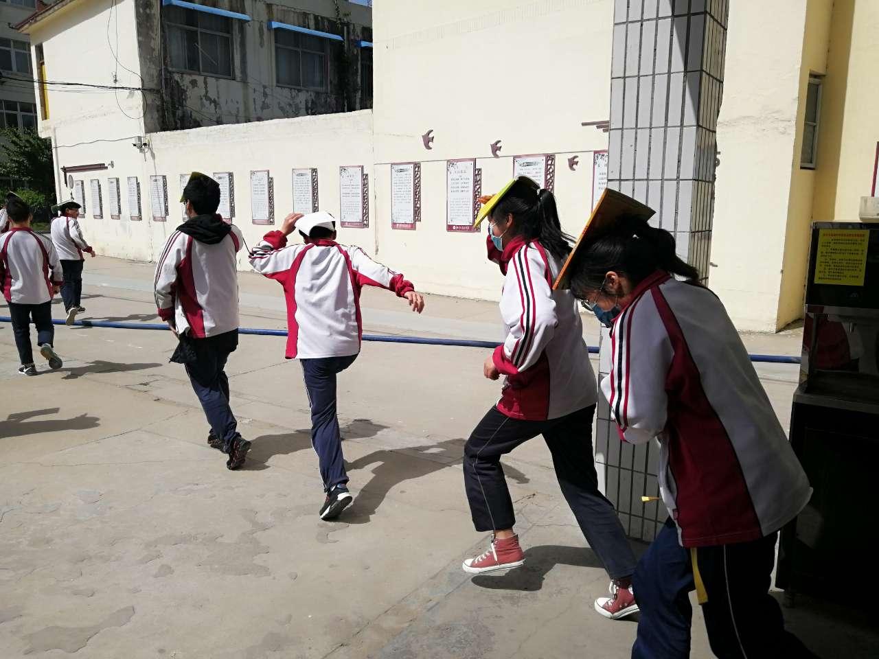 新沂市高级中学举行防灾减灾日疏散演练活动