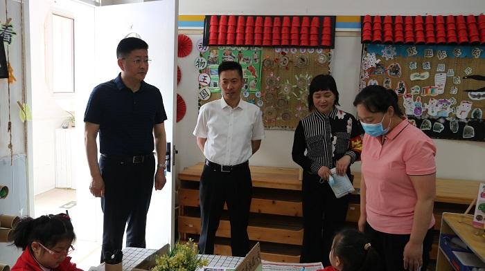市领导吴应鹏调研幼儿园开学复课工作
