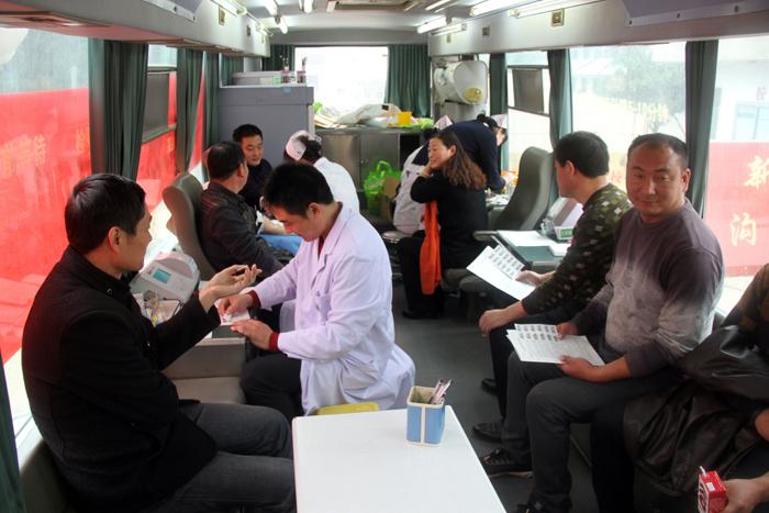 市教育系统积极开展无偿献血活动