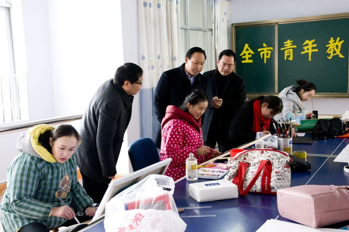 市教育局举办青年教师艺术交流展示活动