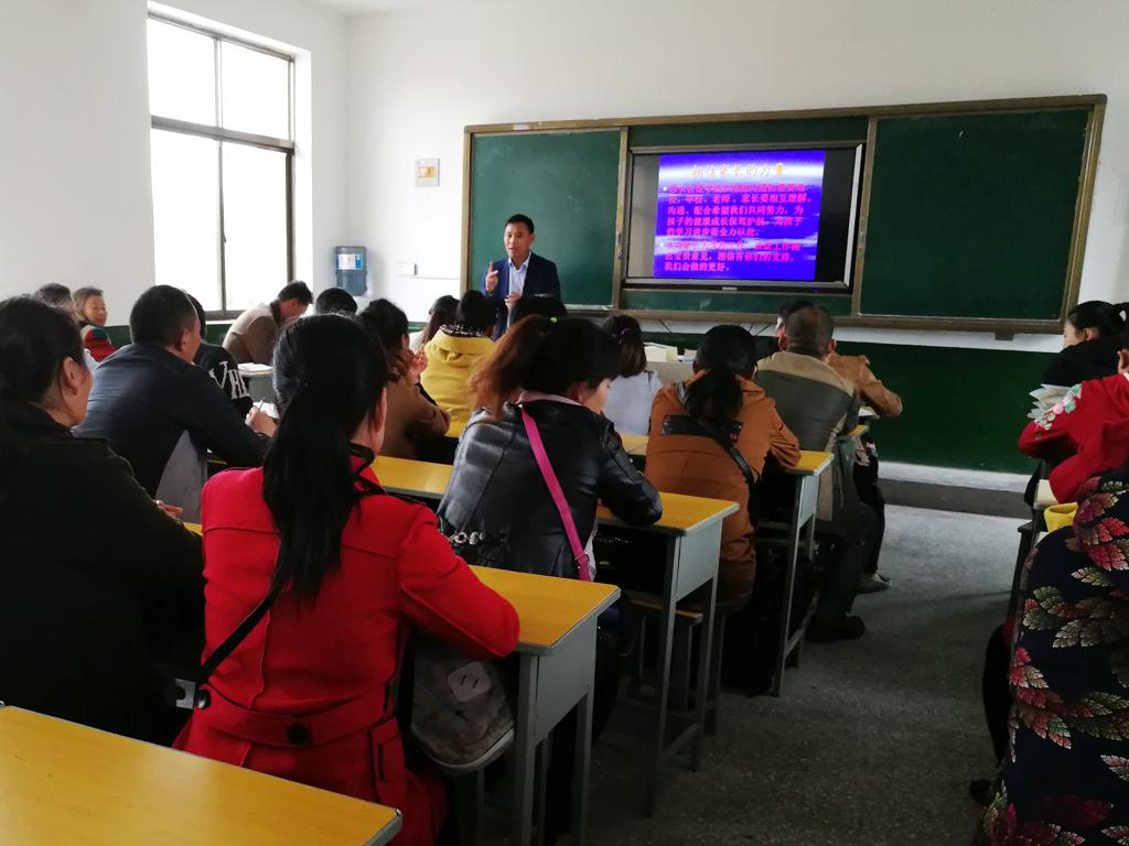 新沂市第六中学举行新学期第一次家长会