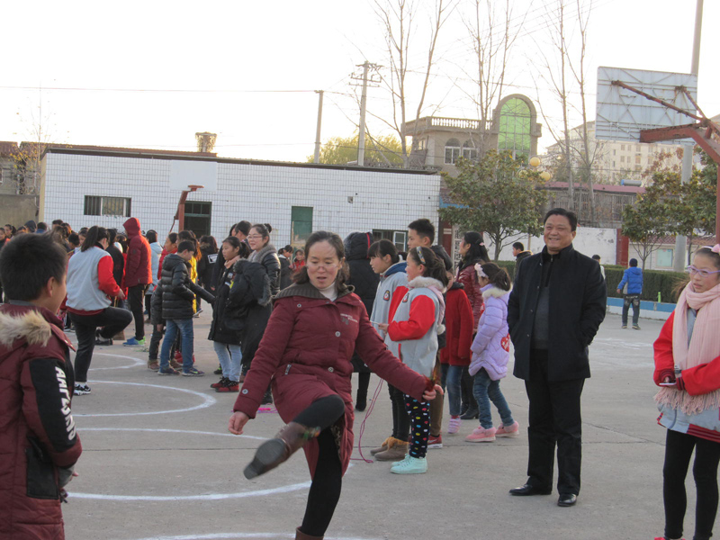 新沂市第六中学冬季三项之踢毽子、跳绳比赛